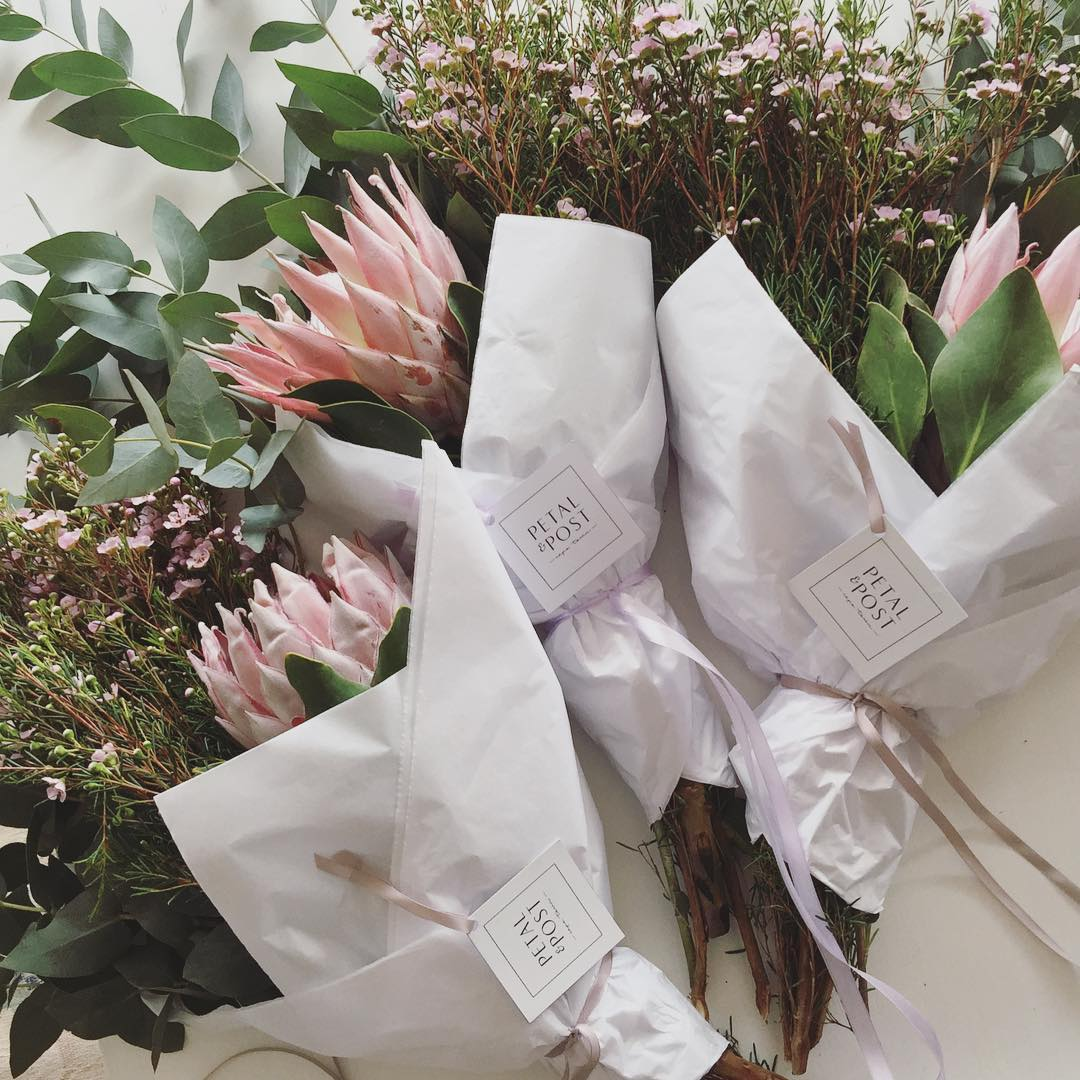 The beautiful King Proteas of the Cape never fail to amaze, and these light pink ones are just too divine. You can *preorder* tomorrow's posy at www.petalandpost.co.za ?