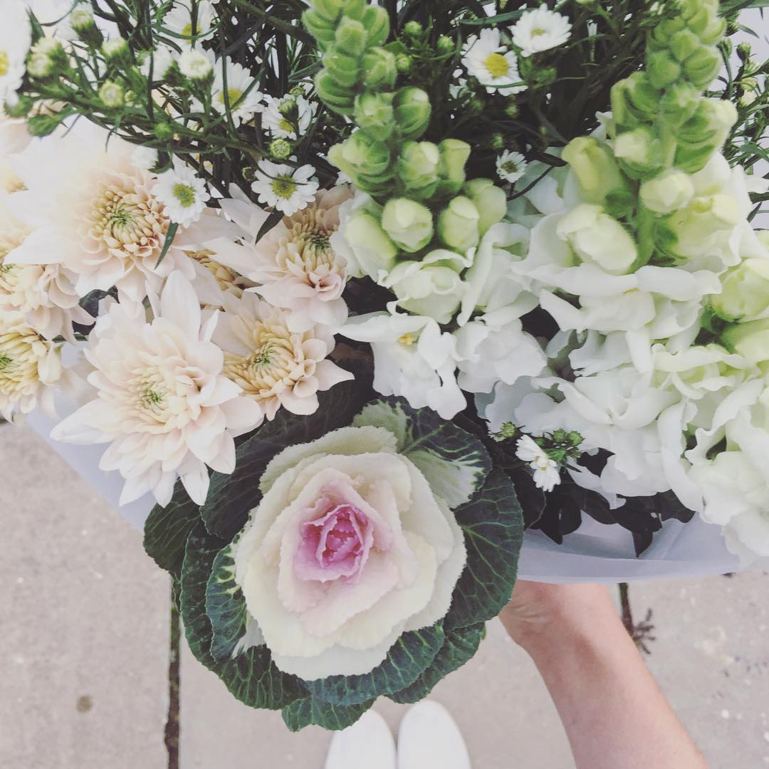 Fill your home with some beautiful blooms this week to uplift those winter blues ❄️ Order Tuesday's Posy for R225 including delivery online at www.petalandpost.co.za