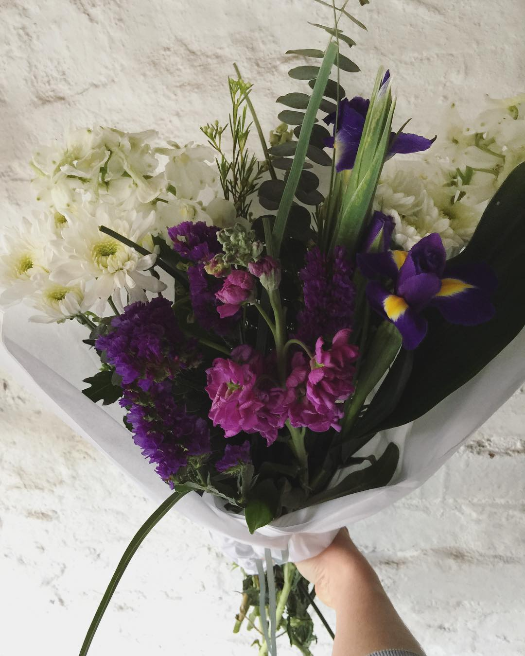 Today's moody purple Posy includes lilac stocks, delphiniums, gorgeous irises, espi leaves, sprays and fancy penny gum. Order online before 12:30pm at www.petalandpost.co.za ?
