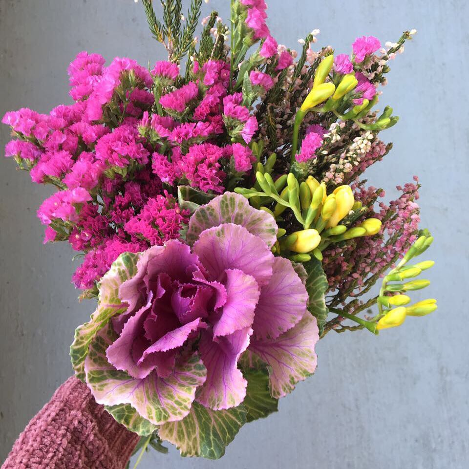 Beautiful seasonal fynbos 💗Today's Posy is giant purple kale, with freesia, statice and soft Erica fynbos 🌿Order at www.petalandpost.co.za