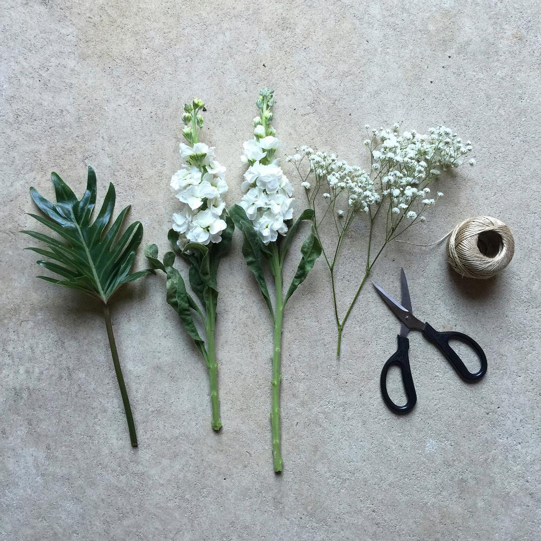 Deconstructed Posy ✂️ Order Tuesday's Posy for R225 including delivery within delivery zone 1 at www.petalandpost.co.za