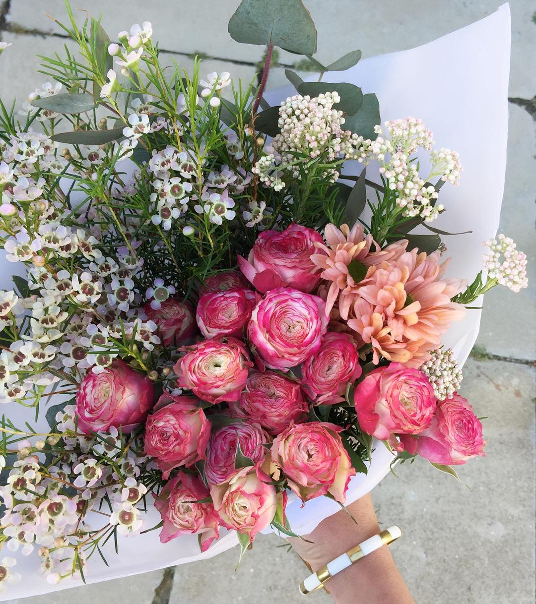 The cluster roses were so popular earlier this week that we have decided to give them another Posy Run. You're welcome 😉Order before 12:30pm (or sold out) at www.petalandpost.co.za